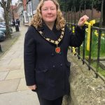 Photo of Mayoress tying ribbon on St Parts Church railings 23 March 2021